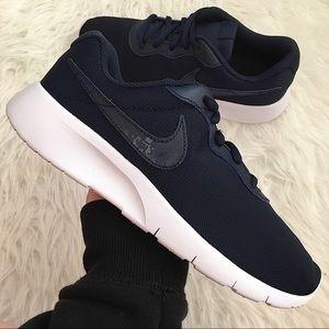NEW Nike Tanjun Women's Sneakers